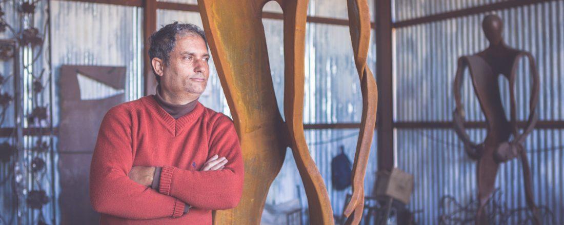 Foto escultor Toni Mari Xabia Juanjo Alberola